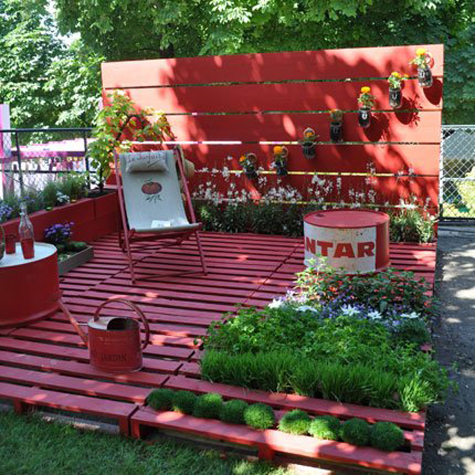Garden decorations with pallets and crates - Garden ideas with pallets ...