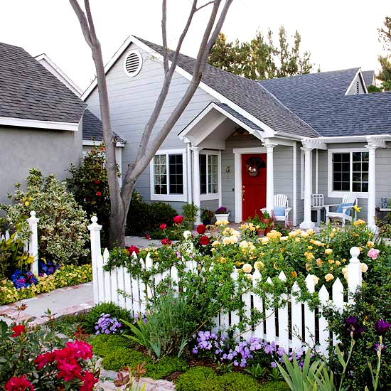 Small front yard landscaping idea how to for Front townhouse landscaping ideas